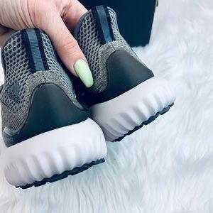 adidas Shoes - Adidas Alphabounce em w NWT Size 7.5 Green